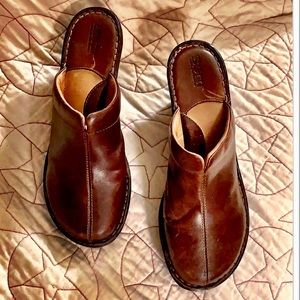 BORN Brown Leather Slip On Platform Clogs Mules 9